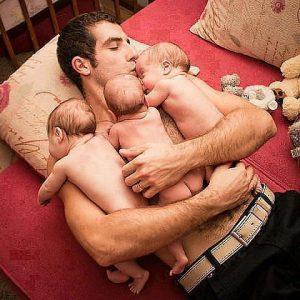 apuka hasán alszanak az ikrek