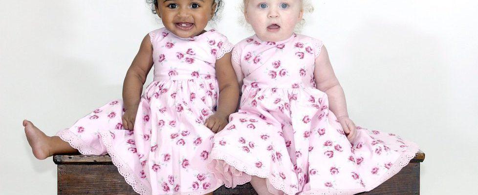 ikrek feketén-fehéren