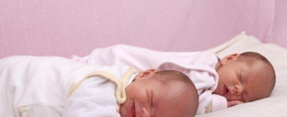 ikrek születése más évben 2