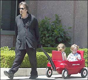 Al Pacino ikrei Olivia és Anton