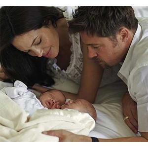 angelina jo Angelina Jolie és Brad Pitt ikrei Knox Leon és Vivienne Marcheline