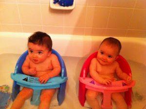 iker babák fürdetése 7