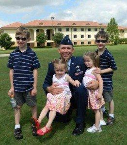 Katonák babákkal